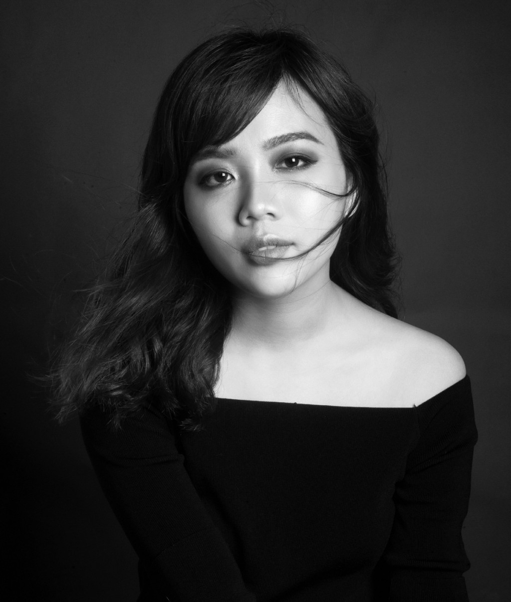 NTK Giao Linh và những cảm hứng nữ tính từ sắc xanh denim - Ellevn