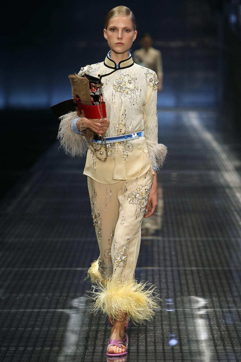 Miuccia Prada mang cảm hứng thời trang Á Đông tới BST Xuân-Hè của Prada.