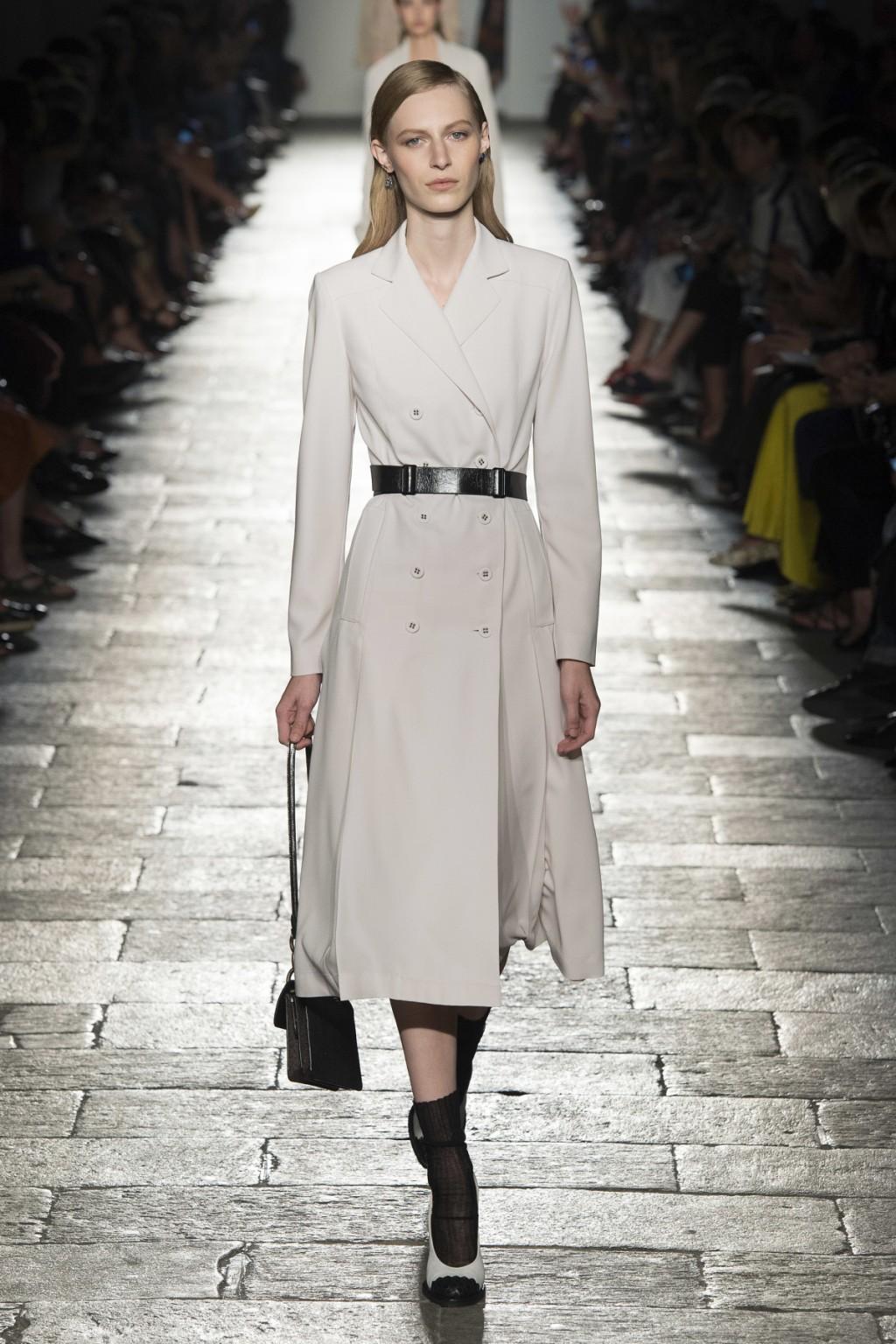 Chiếc coat dress của Bottega Veneta