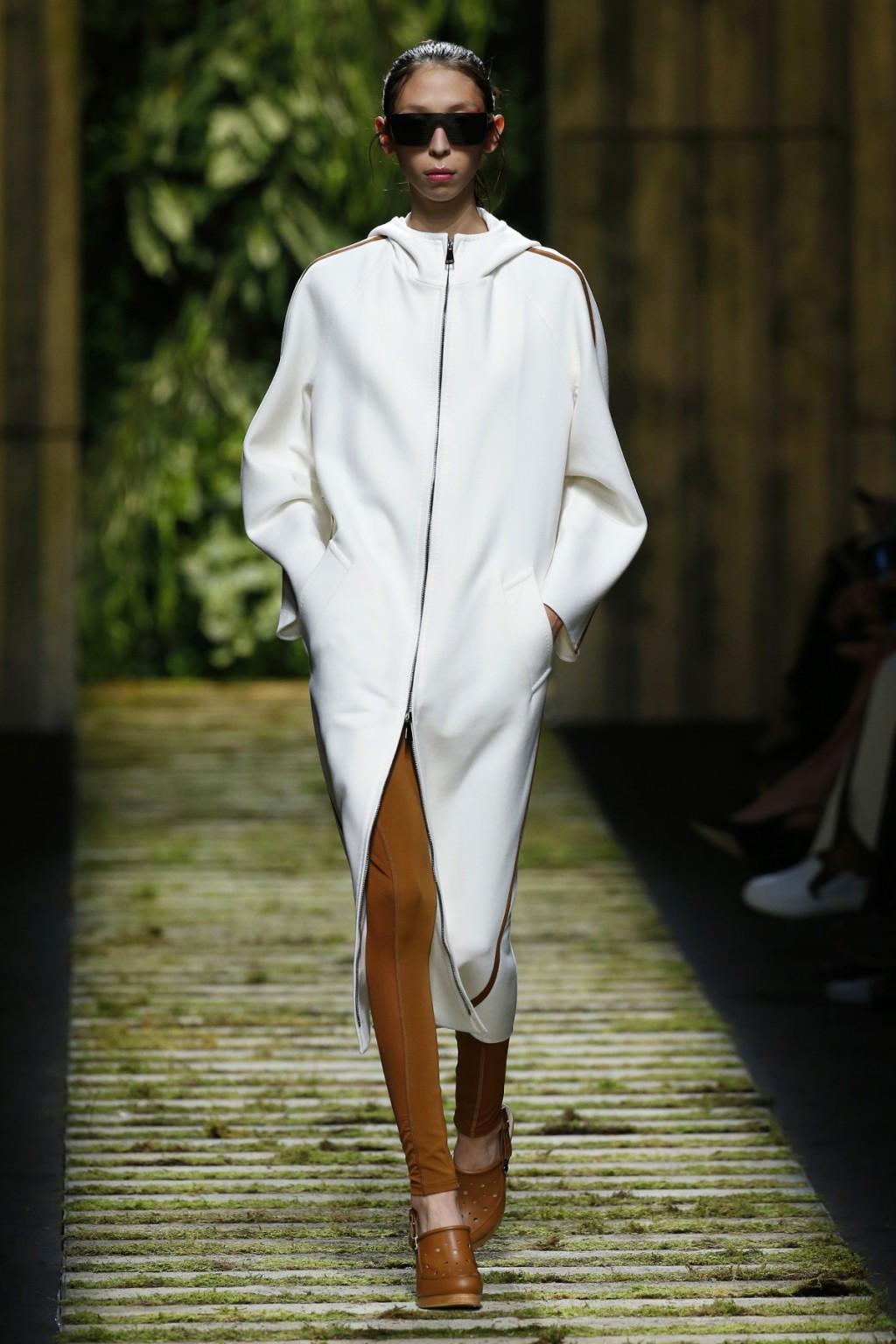 Chiếc coat dress với phong cách thể thao của Max Mara