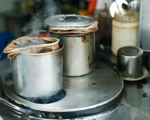 Cà phê ở Sài Gòn VỢT - ELLE VN