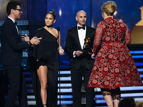 Không thể nào chấp nhận được khi Vitalii chạy ra khỏi khu vực phóng viên, lao lên sân khấu nhận giải thay cho nữ ca sĩ Adele chỉ vì quá hâm mộ cô.