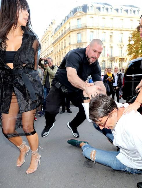 Gần đây nhất là Vitalii đã cố tình hôn mông Kim Kardashian