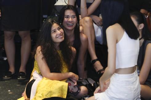NTK Thủy Nguyễn tại backstage của ELLE Fashion Show 2016.