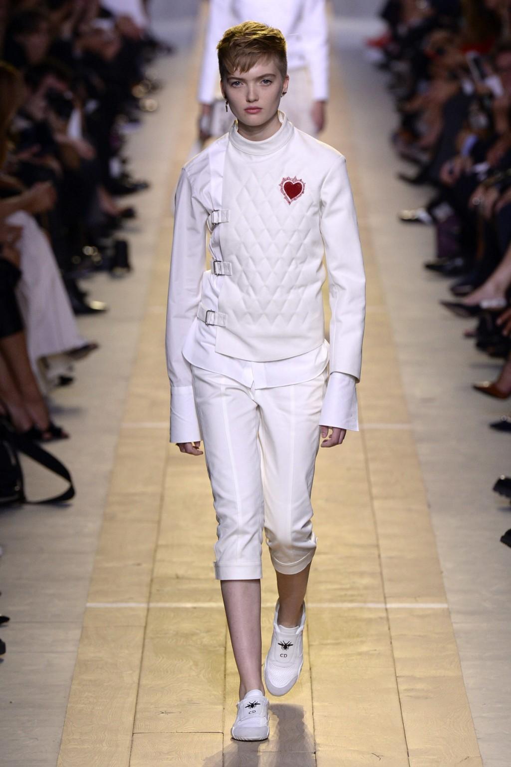 Thiết kế mở đầu BST của Christian Dior tại Tuần lễ thời trang Paris
