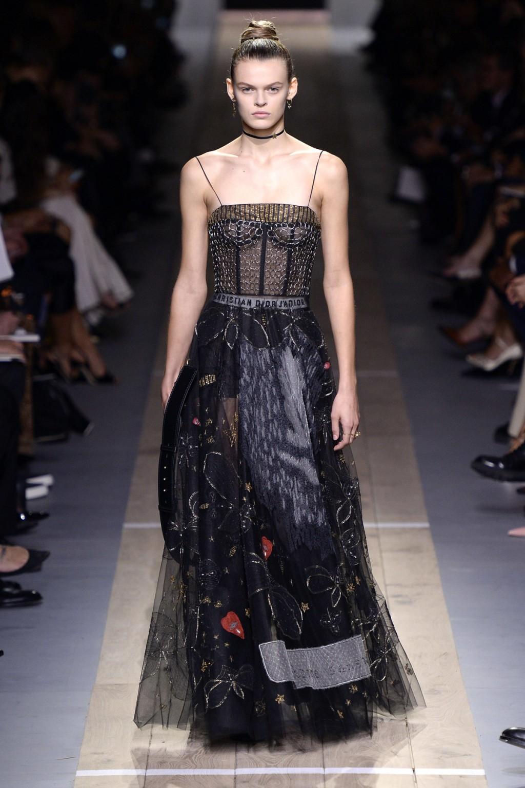 Thiết kế khép lại BST Của Dior