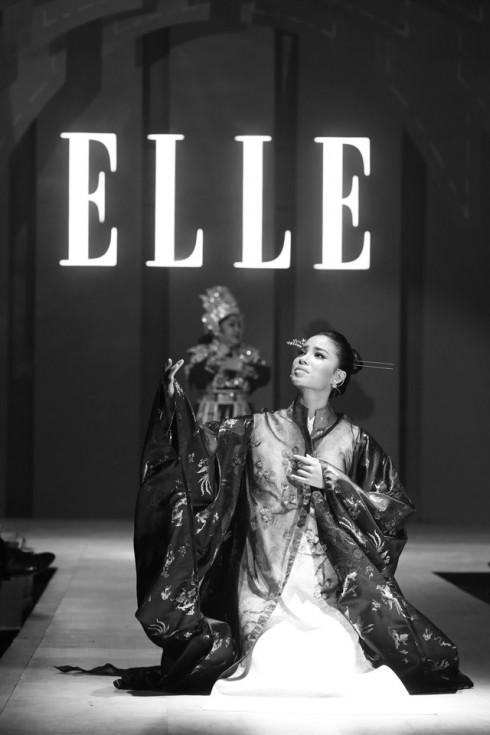 Pham Huong Ngoc Giau BST NTK Thuy Nguyen - ELLE Fashion Journey 2016 4
