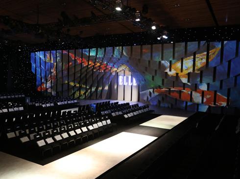 Ngắm hiệu ứng sân khấu thú vị ELLE Fashion Show 2016