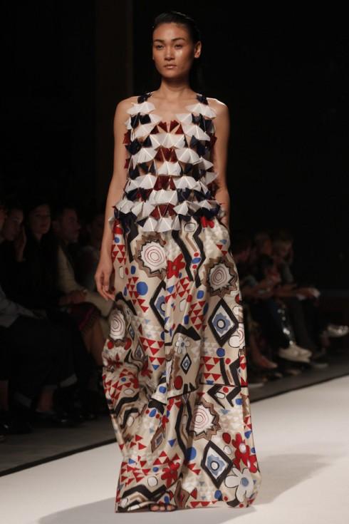 Thùy Trang tại Paris Fashion Week Xuân-Hè 2017. Đây là lần thứ 2 cô có cơ hội sải bước tại kinh đô thời trang lớn nhất thế giới.