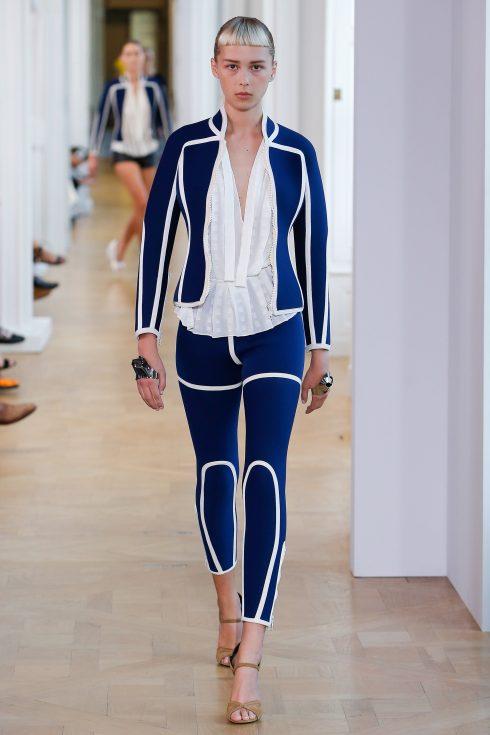 Phong cách thể thao được thể hiện qua thiết kế legging độc đáo