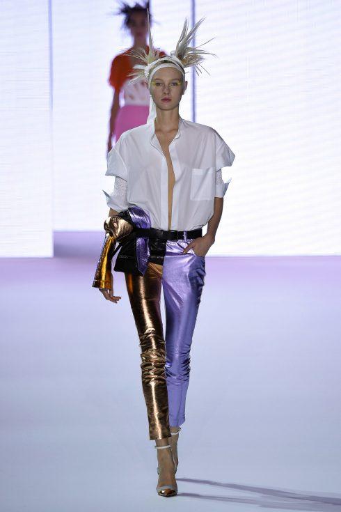 Chiếc legging metallic độc đáo của Haider Ackermann