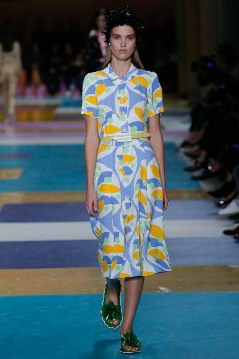 Một thiết kế váy với hoa văn hoài cổ của Miu Miu