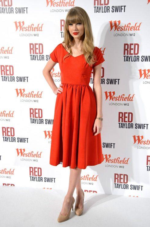 Taylor lúc này yêu thích những chiếc váy chữ A hơn bao giờ hết