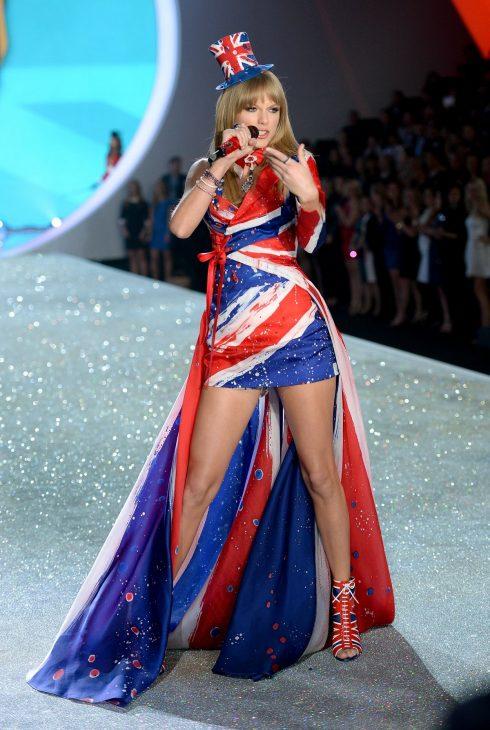 Năm 2013, Taylor Swift trở thành ca sĩ khách mời tại Victoris Secret Show. Phần trình diễn xuất sắc của cô đã tạo ra