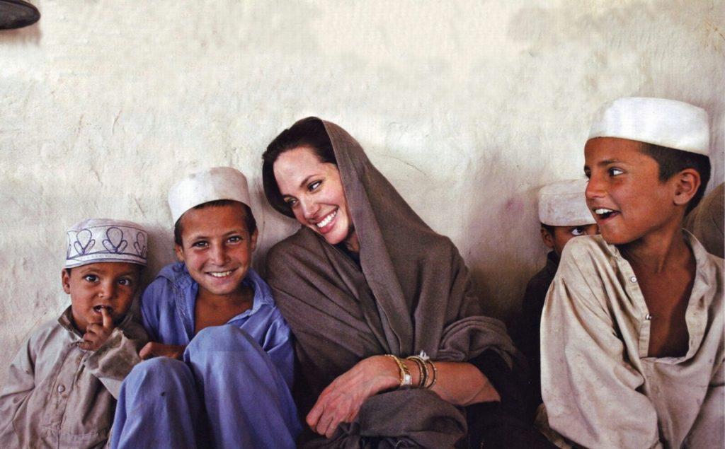 hoạt động nhân quyền của nữ diễn viên Angelina Jolie 02
