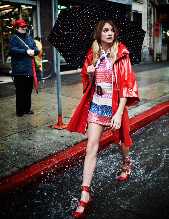 Đừng ngần ngại khi bạn muốn mặc một cái gì đó tươi sáng và vui vẻ trong những ngày mưa gió.