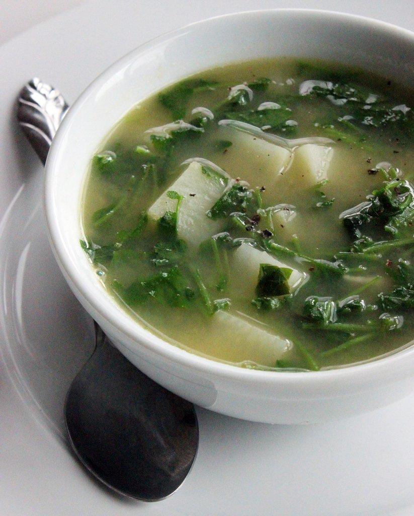 Soup rau xà lách xoong và khoai tây giúp giảm cân cấp tốc - ELLE VN