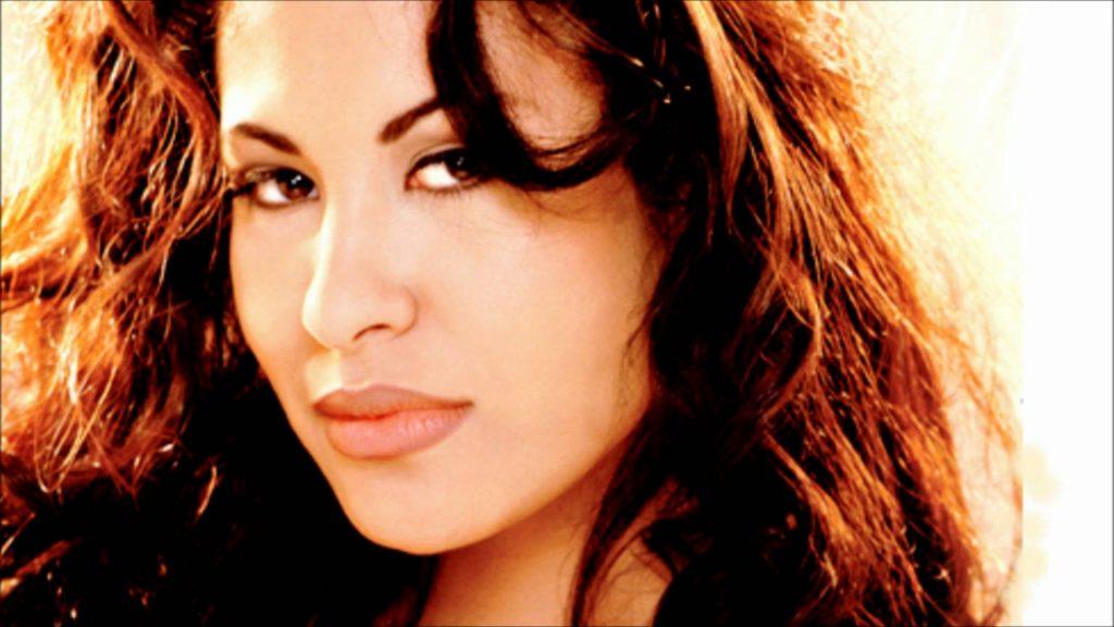 """Tín đồ làm đẹp lại """"phát cuồng"""" trước BST mỹ phẩm MAC x Selena ELLE VN"""