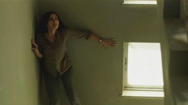 Phim điện ảnh Under the Shadow 05.