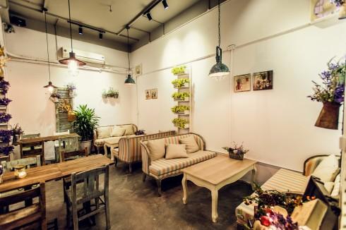 Vintage 1976 Cafe & Deli