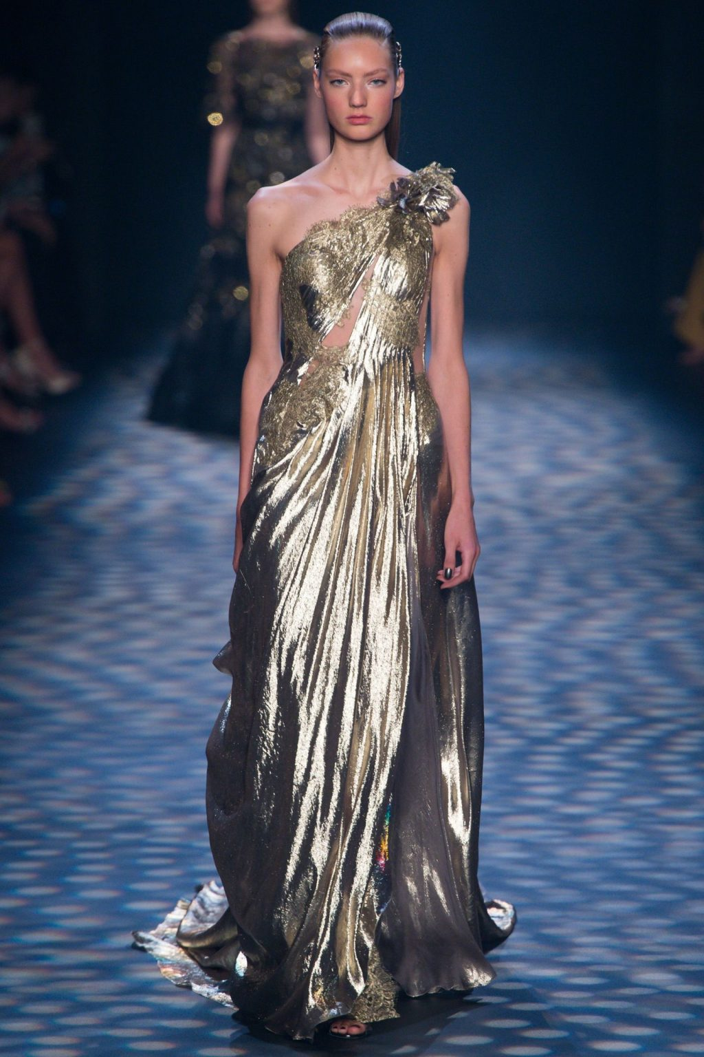 Chiếc váy ánh kim của Marchesa