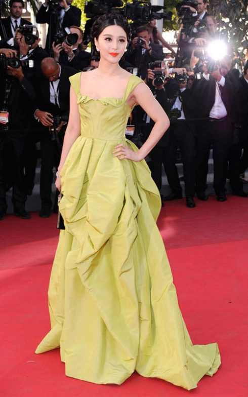 Phạm Băng Băng với váy Oscar de la Renta trong buổi công chiếu Tree of life tại Cannes 2011.