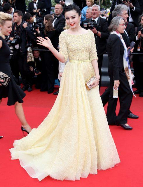 Cô mặc thiết kế củaElie Saab tại LHP Cannes năm 2013