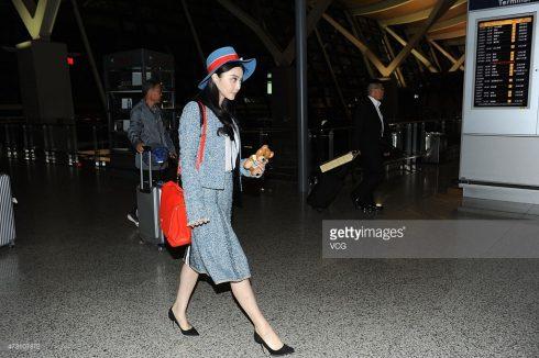 Lần khác tại sân bay, Phạm Băng Băng tiếp tục chọn trang phục matchy-matchy