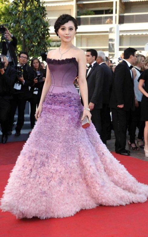 Atelier Versace đã biến Phạm Băng Băng trở thành tâm điểm chú ý trên thảm đỏ LHP Cannes lần thứ 64