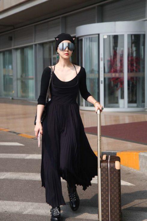 Những mẫu váy maxi rộng rãi cũng được mỹ nhân họ Phạm ưa thích