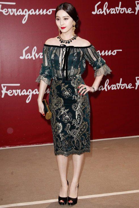 Phạm Băng Băng nổi bật trên thảm đỏ với phong cách thời trang tuổi 30 của mình trong thiết kế của Salvatore Ferragamo