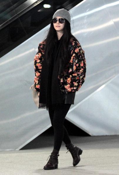 Trong đời thường cô thường xuyên chọn trang phục oversize cho cảm giác thoải mái phù hợp cho thời trang tuổi 30 của mình.
