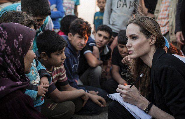 Liệu Emma Waston có tiếp nối con đường chính trị của Angelina Jolie? ELLE VN