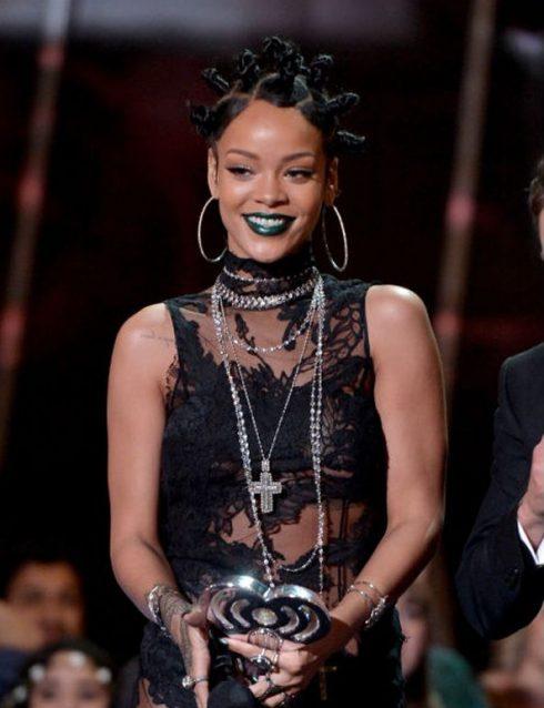 Rihanna khoe kiểu tóc đẹp dreadlock trên Instagram ELLE VN