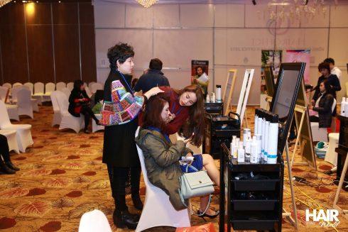 Các thí sinh sẽ được các nhà tạo mẫu tóc đồng hành trong mỗi vòng thi.