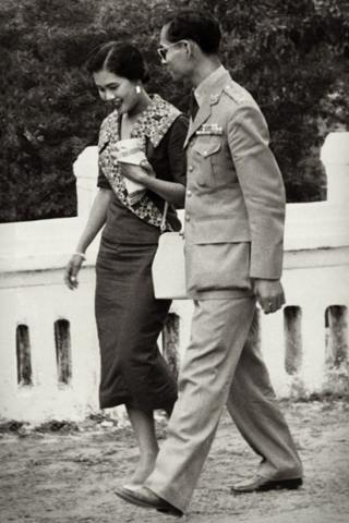 70 năm, Hoàng hậu đã ở cạnh Đức Vua Thái Lan như thế này