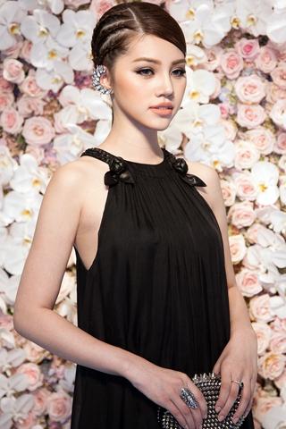Bí quyết chăm sóc sắc đẹp của Hoa hậu Jolie Nguyễn