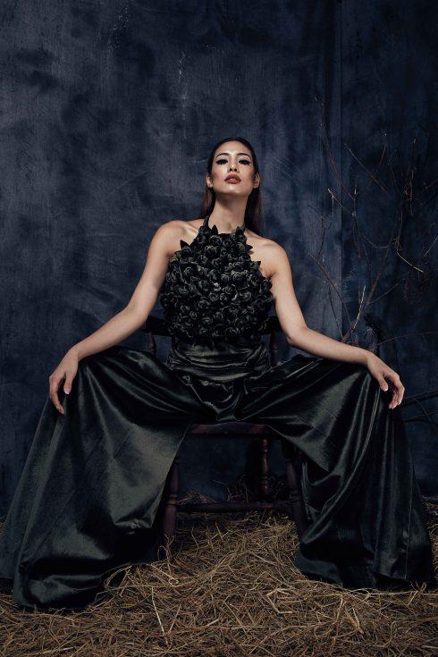 Người mẫu lilly nguyễn mặc trang phục của Công trí