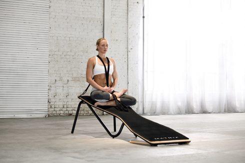 Bộ môn Yoga tập với thảm nghiên In-trinity