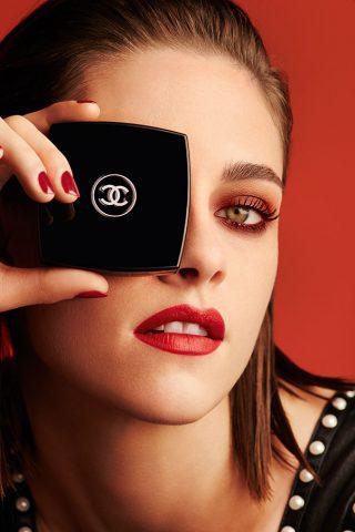 Bí quyết làm đẹp với sắc đỏ của Kristen Stewart