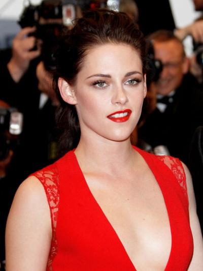 Bí quyết làm đẹp nổi bật của Kristen Steward với sắc đỏ ELLE VN
