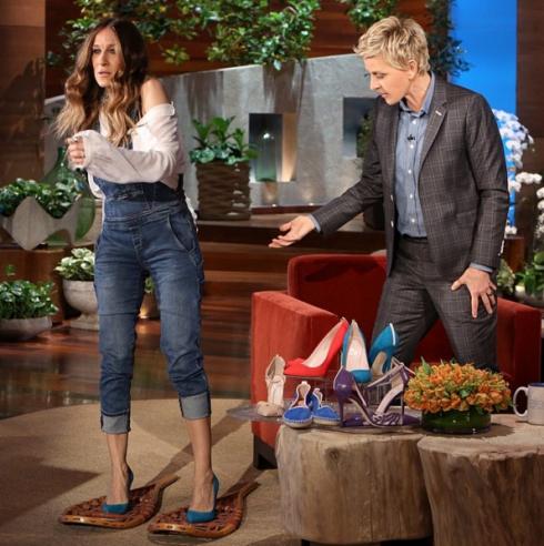 Sarah Jessica Parker mang cả BST giày lên sóng của MC Ellen