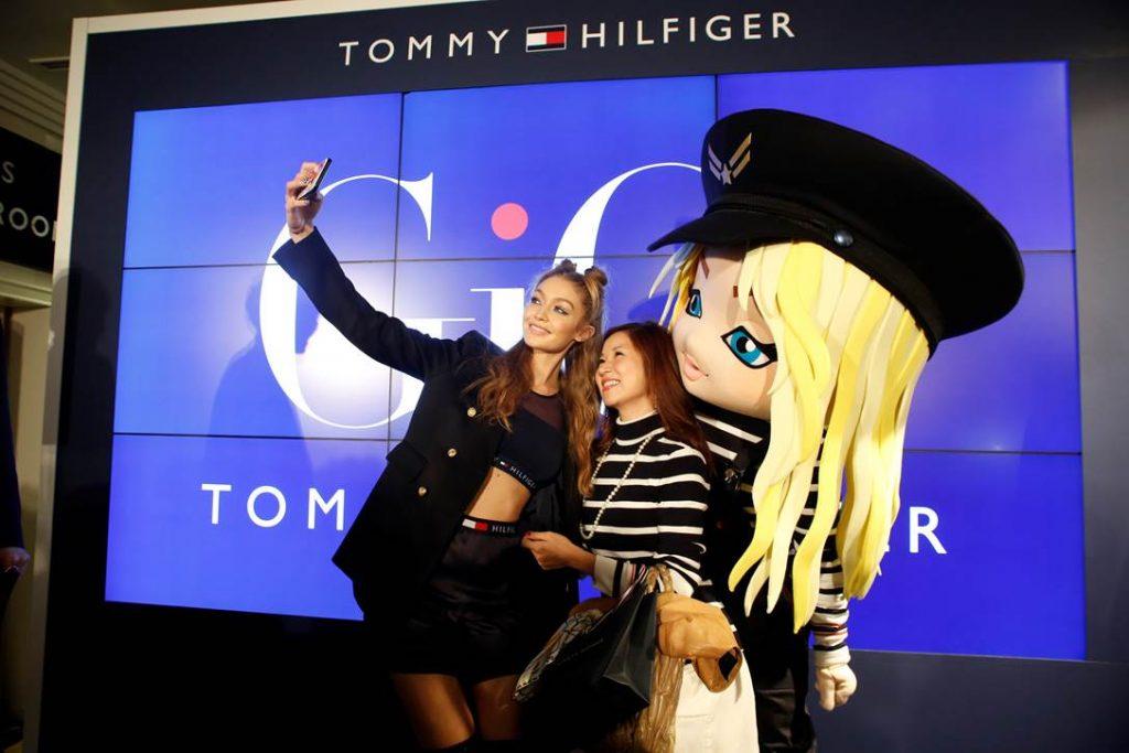 Gigi Hadid ra mắt BST TOMMYXGIGI tại Tokyo 02