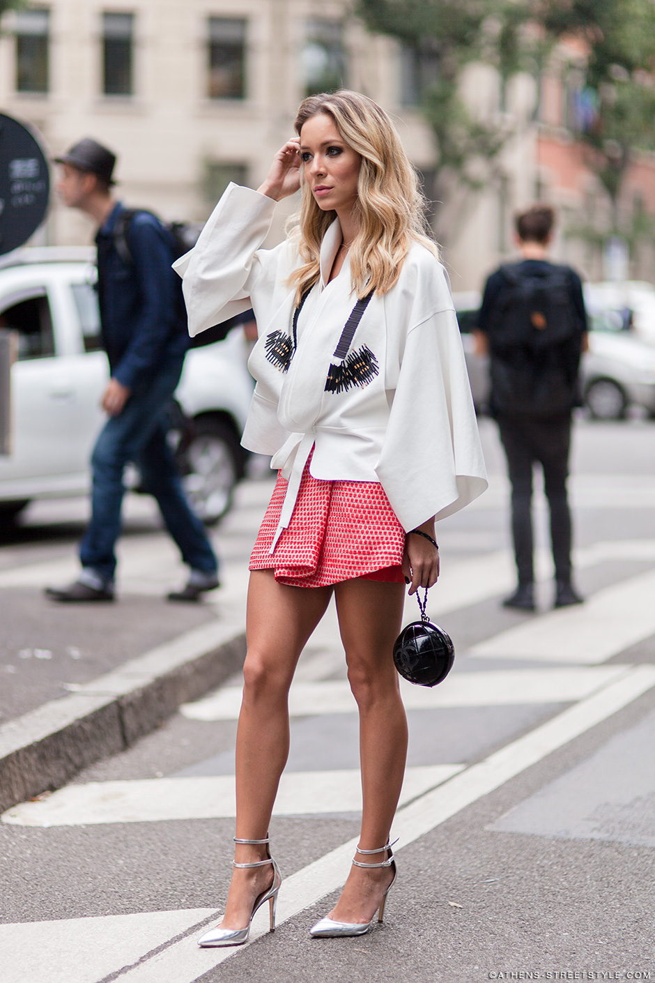 9147-athens-streetstyle-woman-mini-skirt-kimono-top-milan-fashion-week-spring-summer-2015-street-style