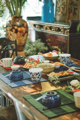 Cơm nhà thơm lành ở những quán cà phê giữa lòng Sài Gòn
