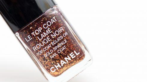 Những món đồ trang điểm ánh nhũ cho mùa lễ hội - Chanel
