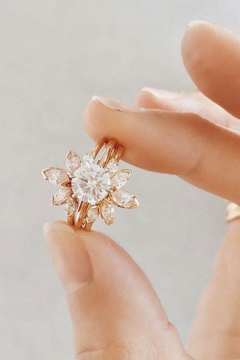 nhẫn kim cương đẹp hình bông hoa