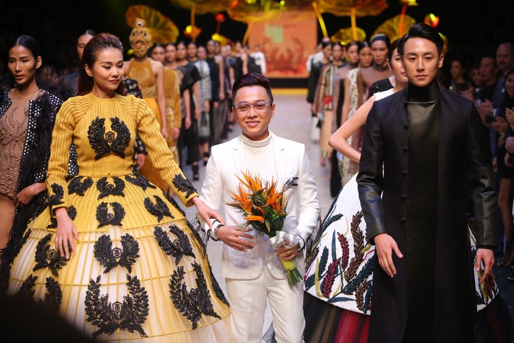NTK Công Trí mở màn VIFW Thu - Đông 2016 cảm hứng 'vàng hồng'