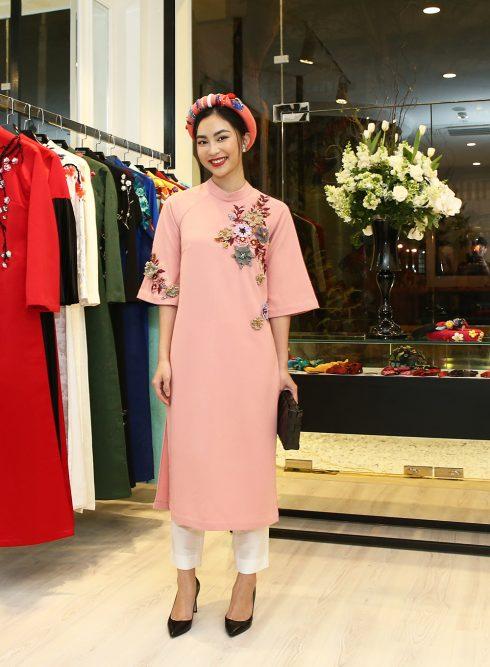 Helly Tống mặc áo dài NTK Thuỷ Nguyễn