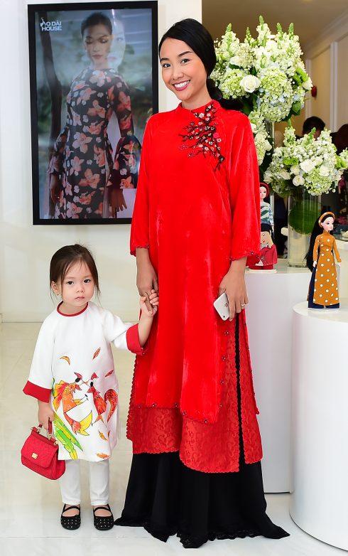 Ca sĩ Đoan Trang và con gái